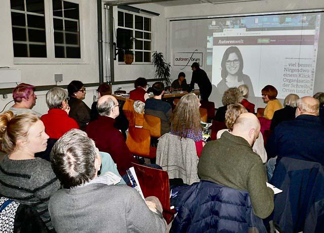 Zuhörer beim Vortrag von Sandra Uschtrin